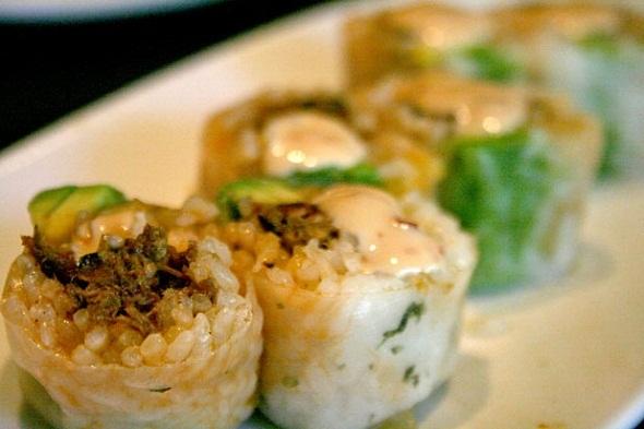 Độc đáo những loại sushi kì lạ của Mỹ