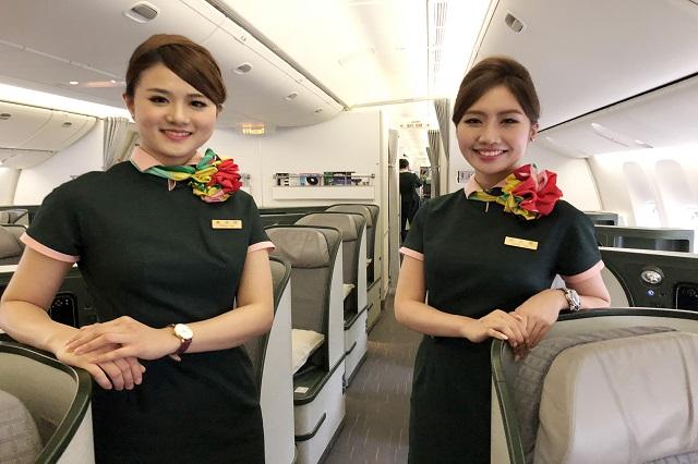 Đồng phục tiếp viên hàng không EVA Air có gì đặc biệt?