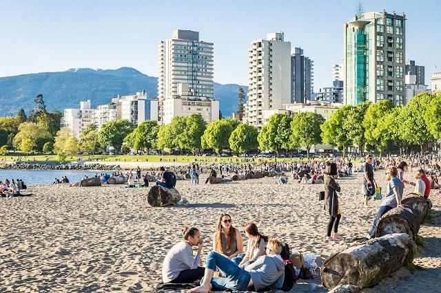 Top những bãi biển nhất định phải đến thăm khi đi Vancouver trong hè này